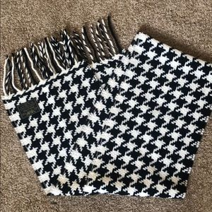 🖤 Houndstooth Scarf 🖤